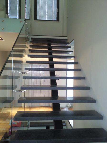 Lépcsők, kapuk, korlátok, kerítések